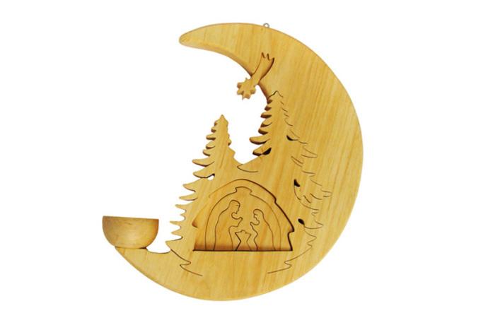 Swiecznik drewniany z szopka